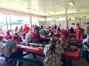 Photo of crowd eating lunch